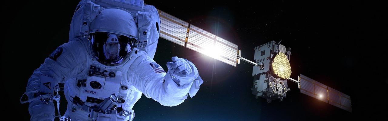 astronaute et station spatiale ISS